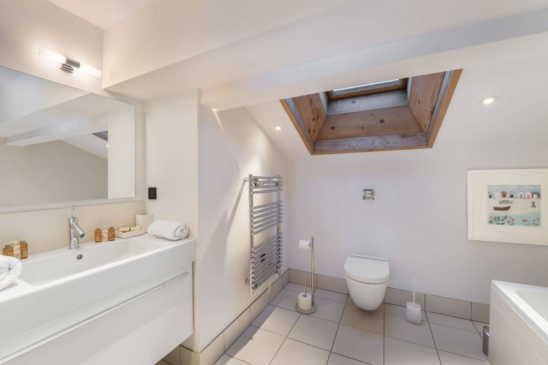 Courchevel 1300 Luxury Rental Chalet Nibate Bathroom 6