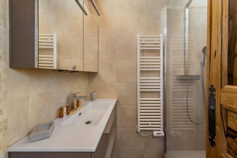 Courchevel 1300 Luxury Rental Chalet Nieruole Bathroom 2