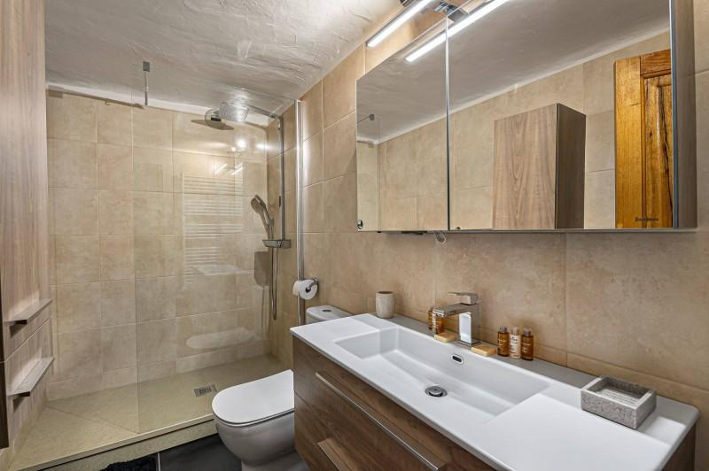 Courchevel 1300 Luxury Rental Chalet Nieruole Bathroom 3