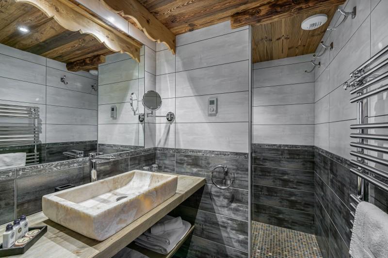 Courchevel 1300 Luxury Rental Chalet Noubate Bathroom