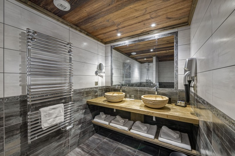 Courchevel 1300 Luxury Rental Chalet Noubate Bathroom 3