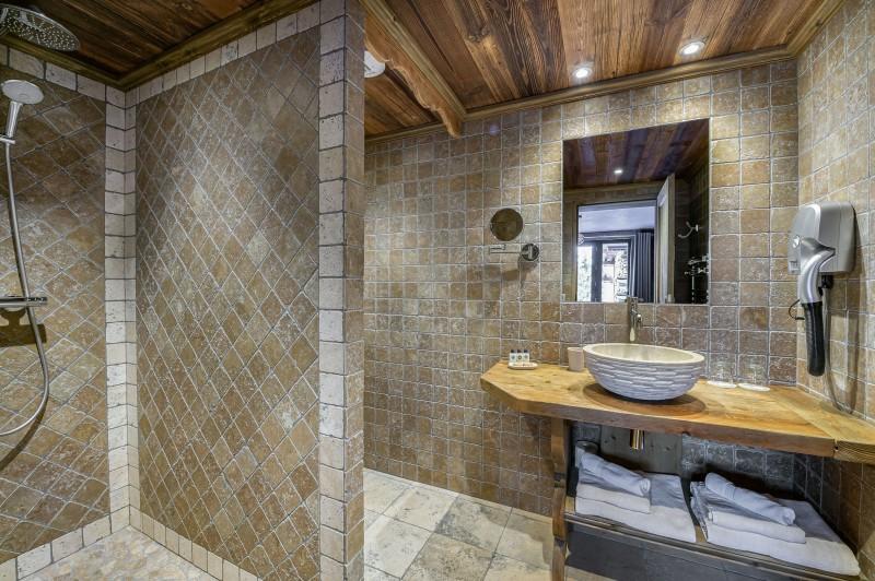 Courchevel 1300 Luxury Rental Chalet Noubate Bathroom 5