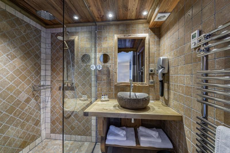 Courchevel 1300 Luxury Rental Chalet Noubate Bathroom 7