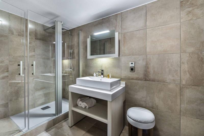 Courchevel 1550 Luxury Rental Appartment Telokia Bathroom 2