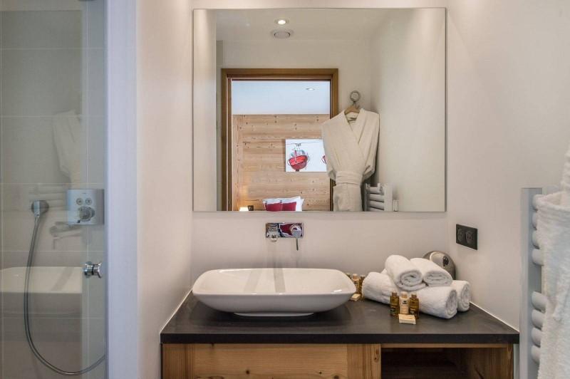 Courchevel 1550 Luxury Rental Chalet Nibite Bathroom 2