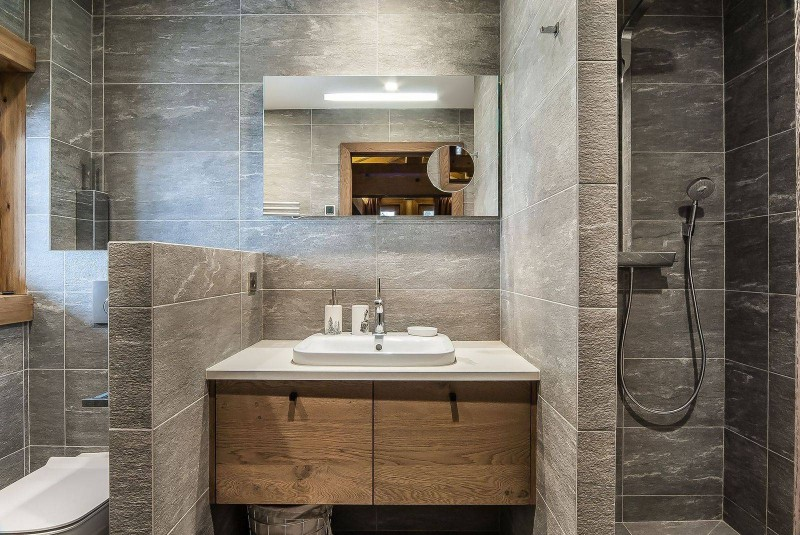 Courchevel 1550 Luxury Rental Chalet Niebite Bathroom 2