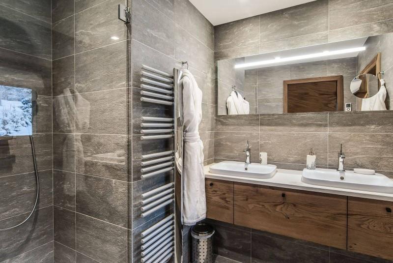 Courchevel 1550 Luxury Rental Chalet Niebite Bathroom 3