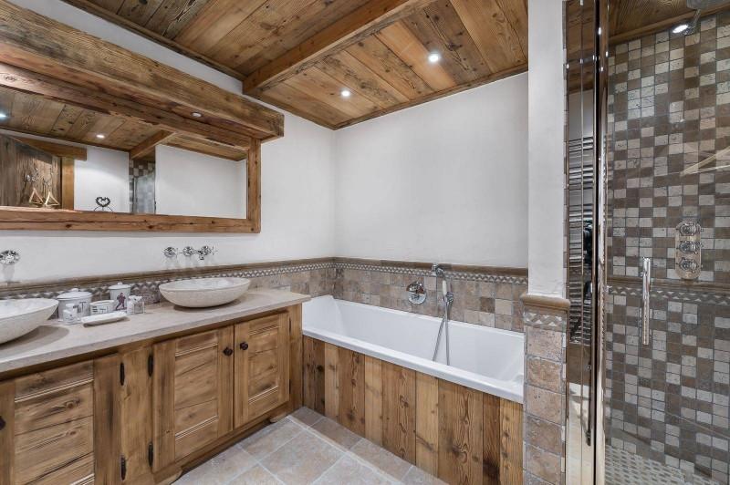 Courchevel 1550 Luxury Rental Chalet Niobite Bathroom