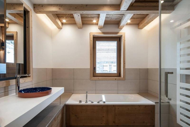 Courchevel 1550 Luxury Rental Chalet Niurer Bathroom 3