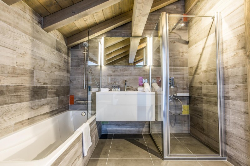 Courchevel 1650 Luxury Rental Appartment Akorlonte Bathroom
