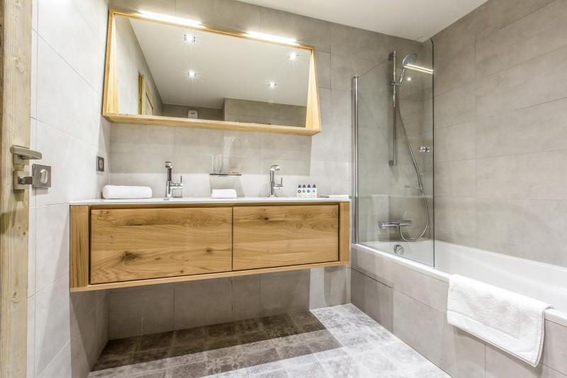 Courchevel 1650 Luxury Rental Appartment Akorlonte Bathroom 3