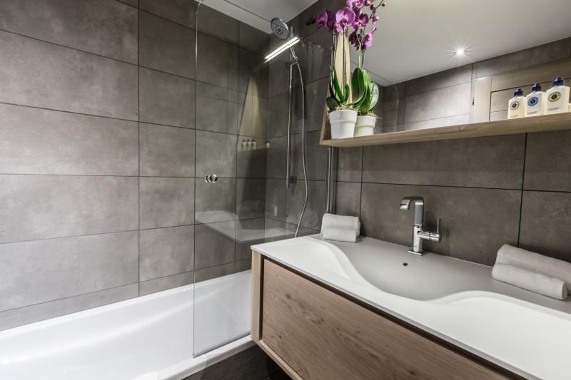 Courchevel 1650 Luxury Rental Appartment Altara Bathroom