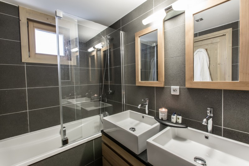 Courchevel 1650 Luxury Rental Appartment Ammonite Bathroom