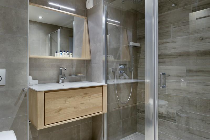 Courchevel 1650 Luxury Rental Appartment Apatite Bathroom 2