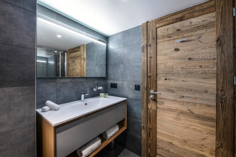 Courchevel 1650 Luxury Rental Appartment Aurolite Bathroom 3