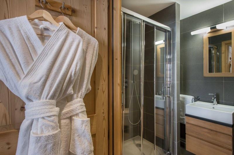 Courchevel 1650 Luxury Rental Appartment Temagamite Bathroom 3