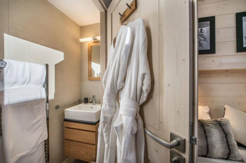 Courchevel 1650 Luxury Rental Appartment Tengerite Bathroom 2
