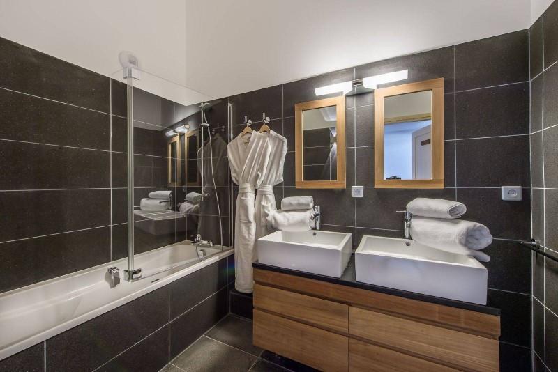 Courchevel 1650 Luxury Rental Appartment Tengerite Bathroom 3