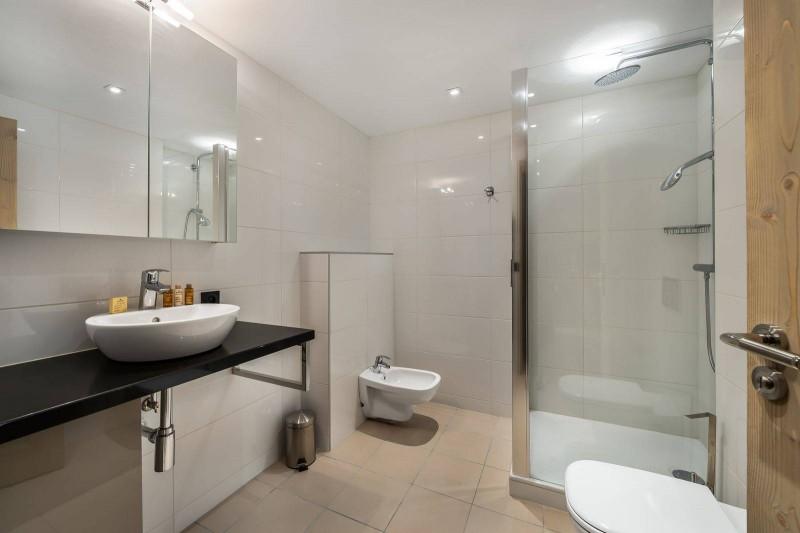 Courchevel 1650 Luxury Rental Appartment Bathroom 3