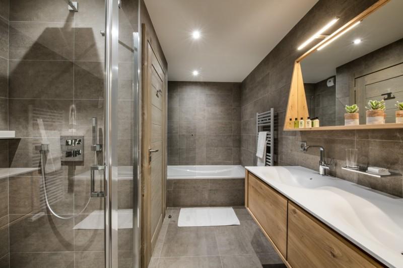 Courchevel 1650 Luxury Rental Chalet Akarlonte Bathroom 3