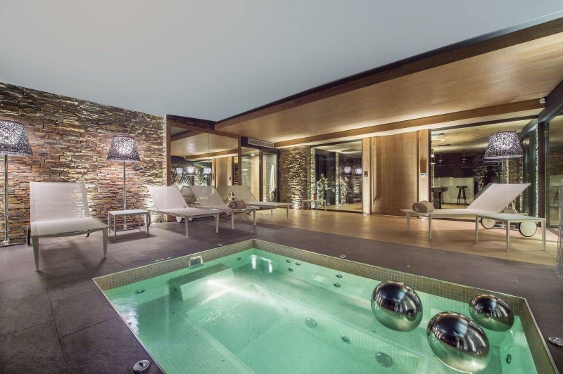 Courchevel 1650 Location Chalet Luxe Nezilovite Jacuzzi