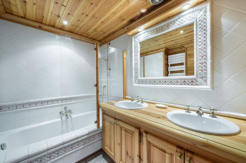 Courchevel 1650 Luxury Rental Chalet Neziluvite Bathroom