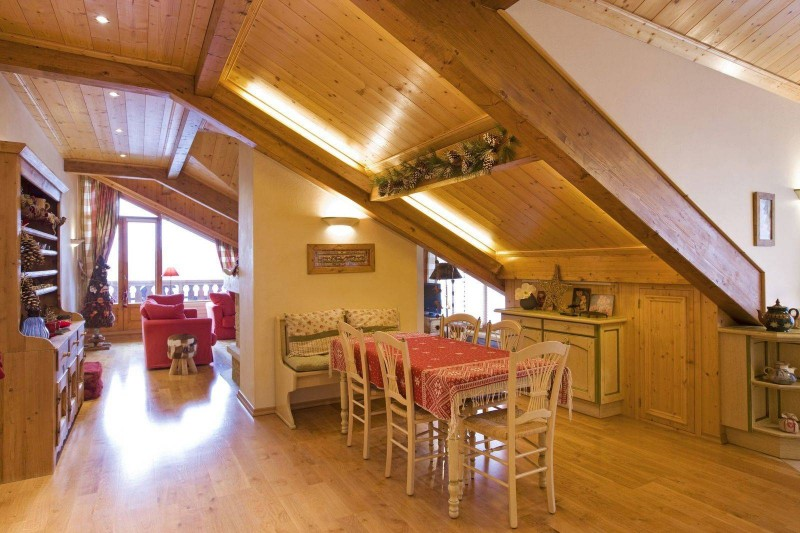 Courchevel 1850 Luxury Rental Appartment Albatre Dining Room