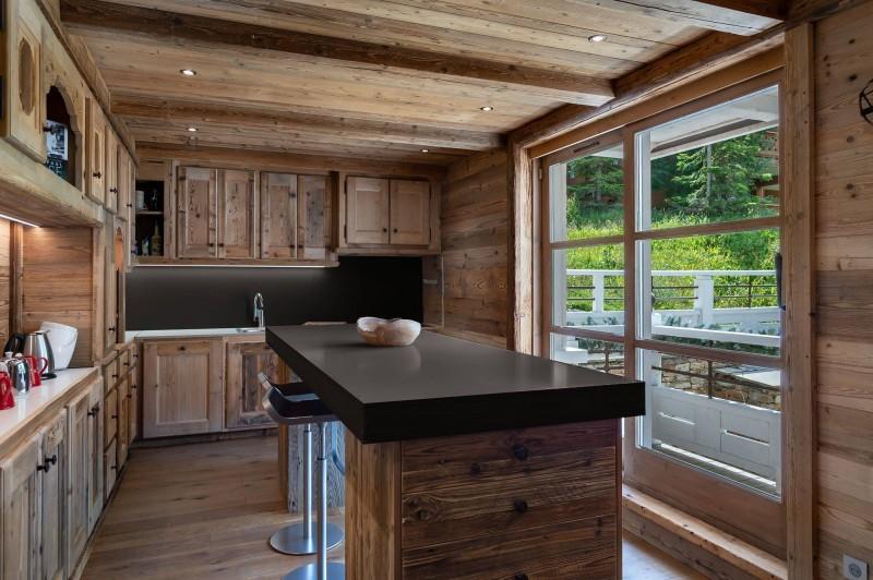 Courchevel 1850 Luxury Rental Appartment Bapilite Kitchen