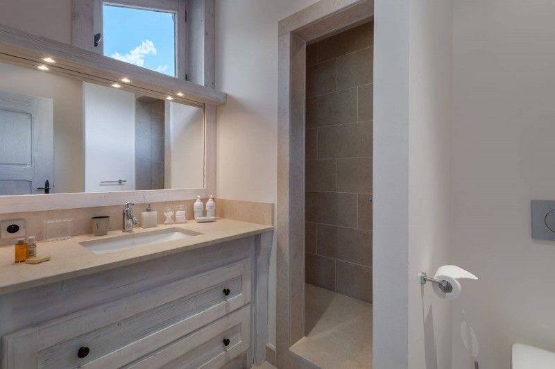 Courchevel 1850 Luxury Rental Appartment Bapilite Bathroom 4