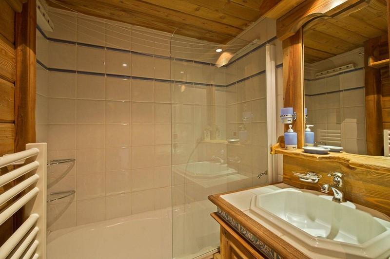 Courchevel 1850 Luxury Rental Appartment Carrolate Bathroom
