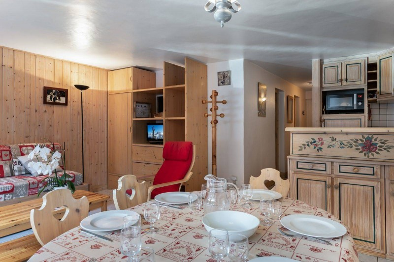 Courchevel 1850 Luxury Rental Appartment Cetonite Dining Room