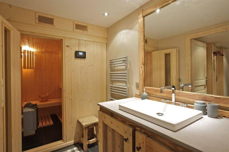 Courchevel 1850 Luxury Rental Chalet Cesarolite Bathroom 3
