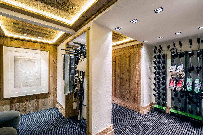 Courchevel 1850 Luxury Rental Chalet Chudobaïte Ski Room