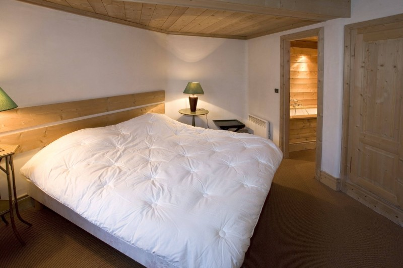 Courchevel 1850 Luxury Rental Chalet Cinnamon Bedroom 3
