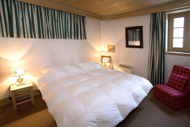 Courchevel 1850 Luxury Rental Chalet Cinnamon Bedroom 4
