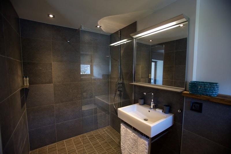 grey-room-bathroom-2-8011