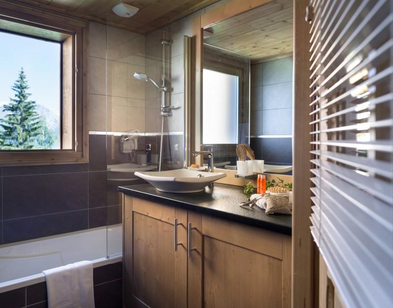 La Rosière Montvalezan Rental Apartment Luxury Lynx Onyx Bathroom