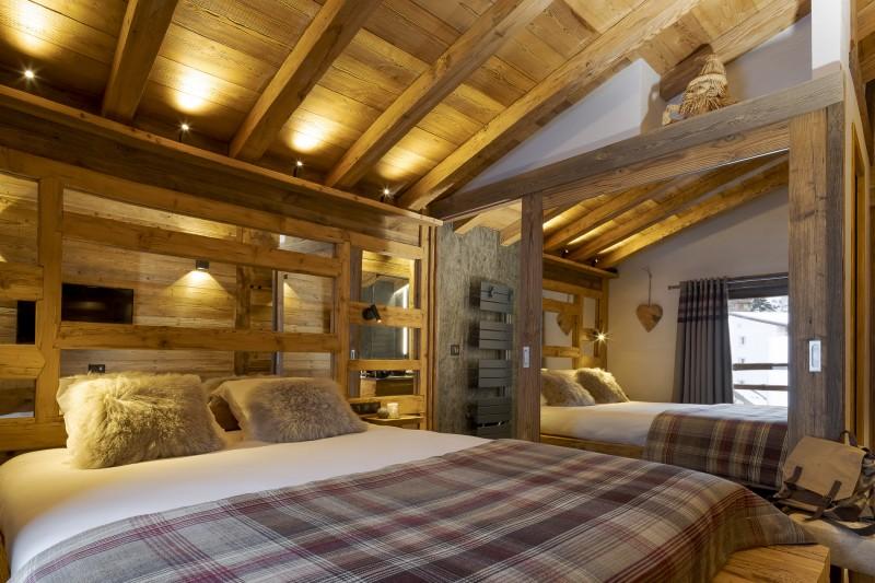 Les Deux Alpes Luxury Rental Chalet Cervantute Bedroom