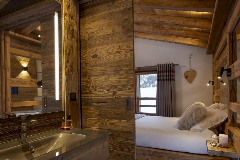 Les Deux Alpes Luxury Rental Chalet Cervantute Ensuite Bedroom 2