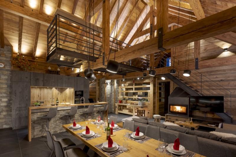 Les Deux Alpes Luxury Rental Chalet Cervantute Dining Room