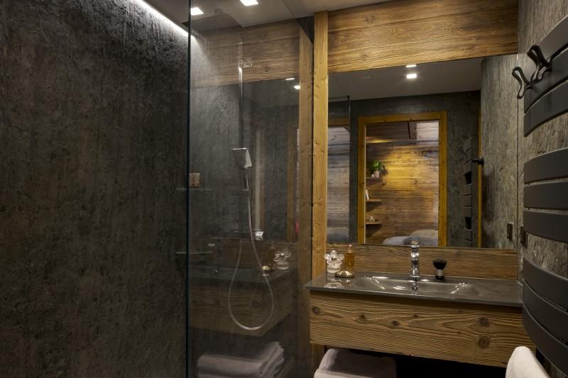 Les Deux Alpes Luxury Rental Chalet Cervantute Bathroom 2