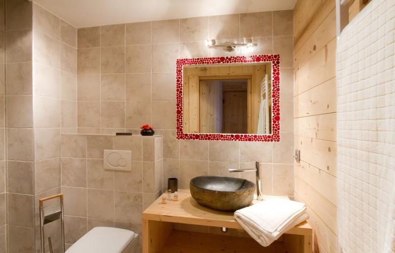 Les Deux Alpes Luxury Rental Chalet Wardite Bathroom 1