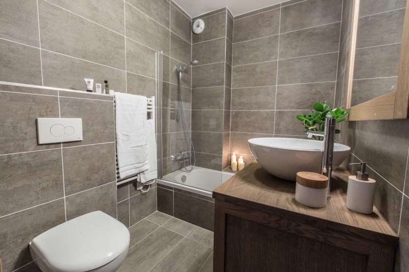 Les Gets Luxury Rental Chalet Anrulle Bathroom