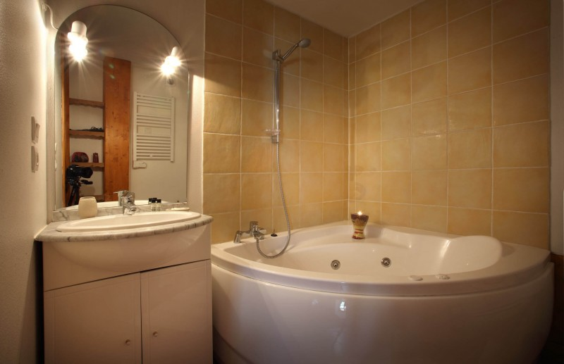 Les Menuires Luxury Rental Chalet Lautite Bathroom