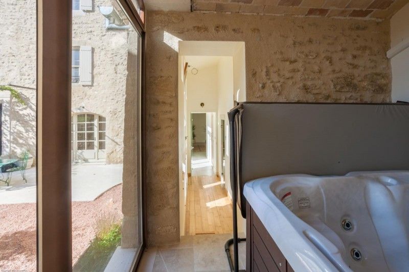 Luberon Luxury Rental Villa Leucon Jacuzzi