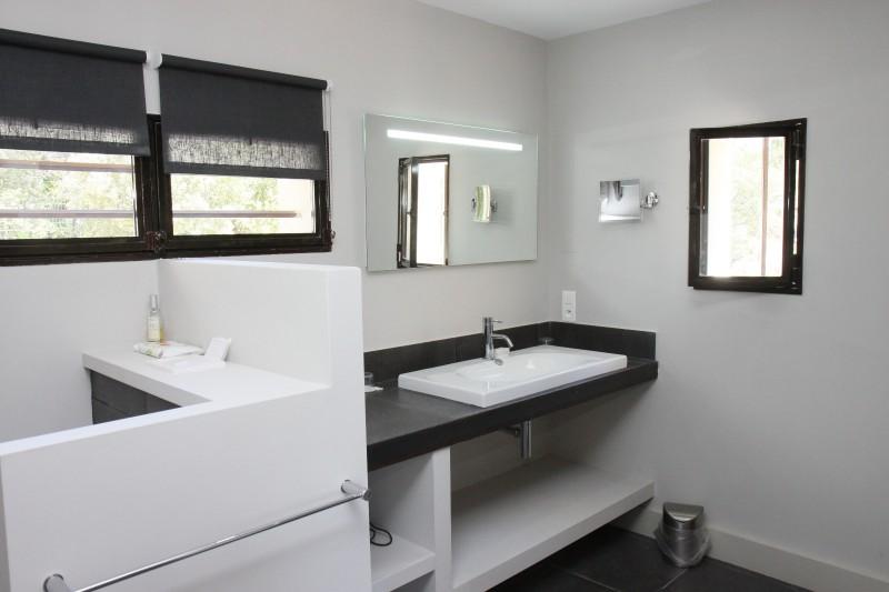 Luberon Luxury Rental Villa Lime Outdoor Bathroom