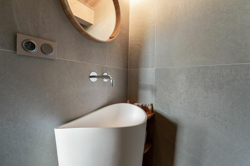 Megève Luxury Rental Appartment Cabrute Bathroom