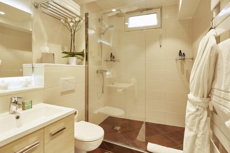 Méribel Luxury Rental Chalet Ulumite Shower Room 2