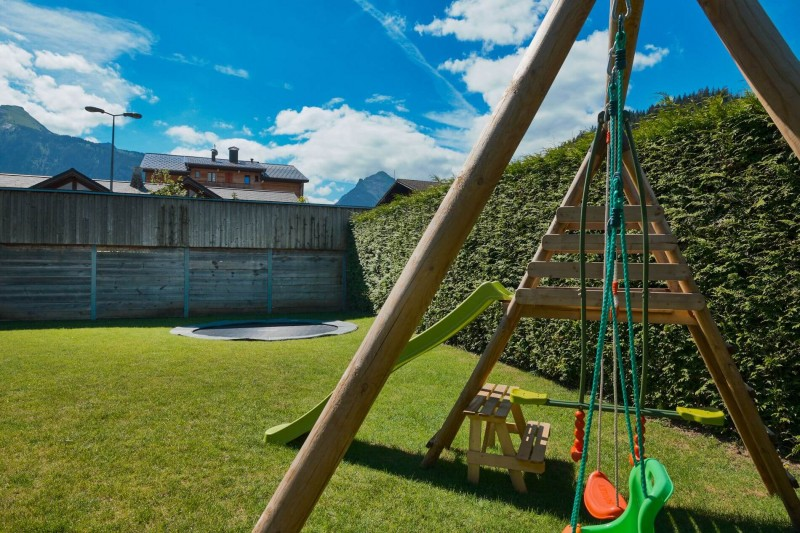 Morzine Luxury Rental Appartment Merlio Common Garden 3