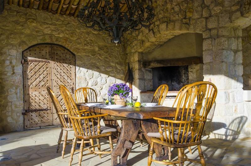 Nice Luxury Rental Villa Nigritelle Outdoor Dining Room